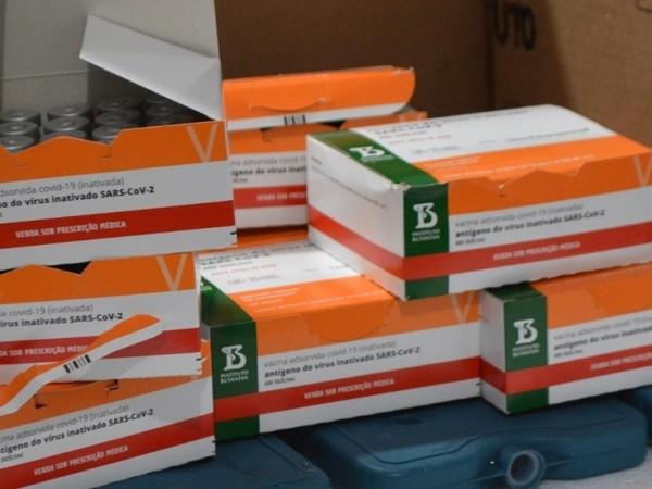Feira recebe menos vacinas contra covid, afirma Secretaria Municipal de Saúde