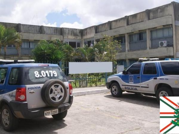 Cinco mulheres passam horas de terror em poder de cinco bandidos; casa das vítimas fica perto do Complexo Policial
