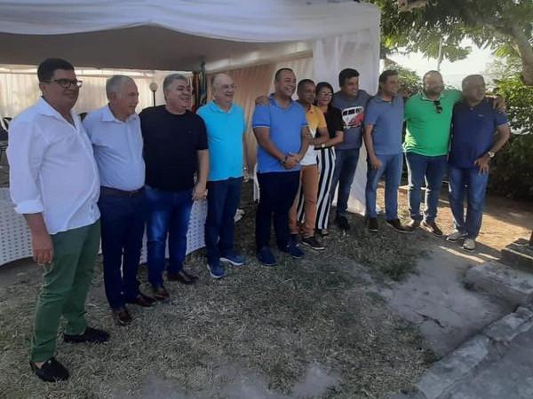 José Ronaldo participa de encontro de prefeitos da região em Candeal