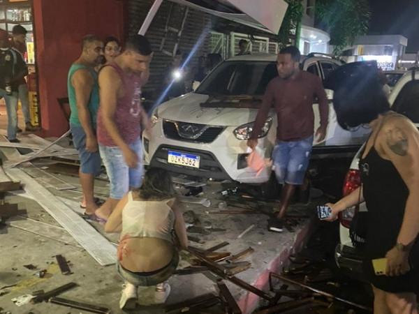 Acidente na São Domingos: vítimas registram queixa na Polícia; motorista estava no bar