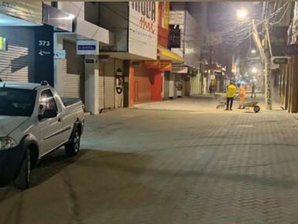 Comerciantes da rua Sales Barbosa comemoram aumento das vendas; secretário é elogiado