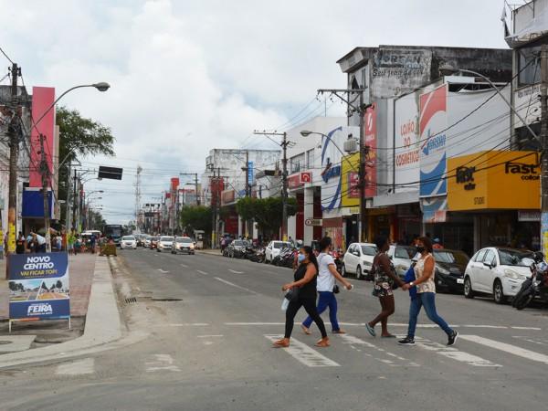 Bares e restaurantes funcionam neste sábado (1/5); comércio no centro da cidade abre domingo (2/5)