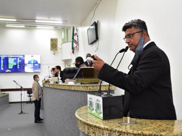 Chapa esquenta entre Lulinha e Sílvio Dias na sessão da Câmara