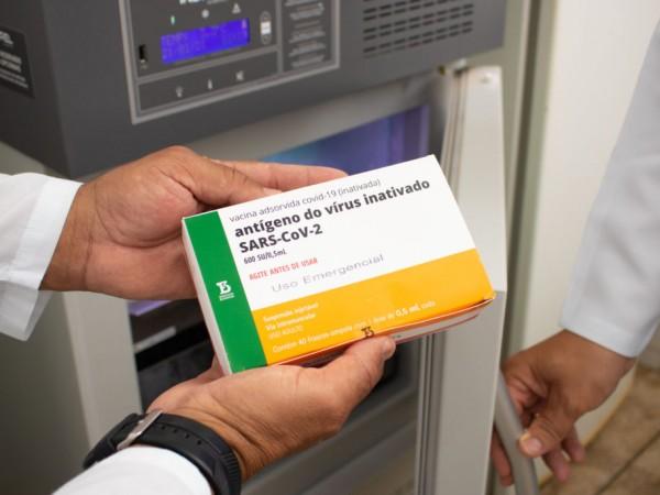 Novas vacinas contra covid chegam a Feira esta semana; quantidade ainda não está definida