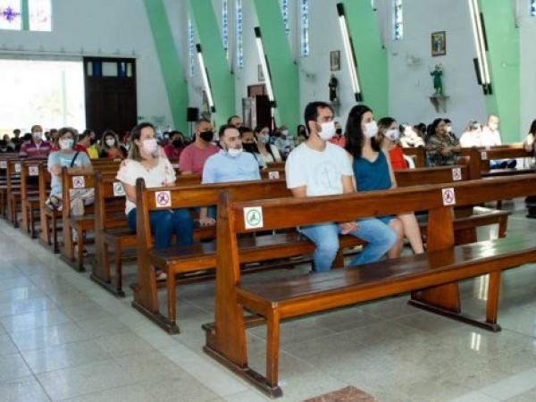 Cultos religiosos liberados por decreto estadual, mas com apenas 30% de fiéis dentro das igrejas